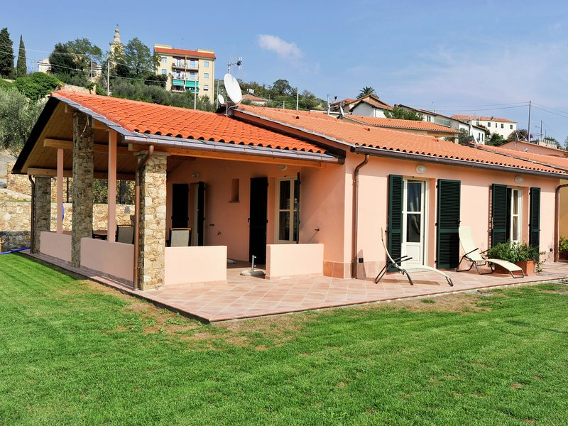 Holiday Home in Tovo San Giacomo with Jacuzzi, vacation rental in Rialto