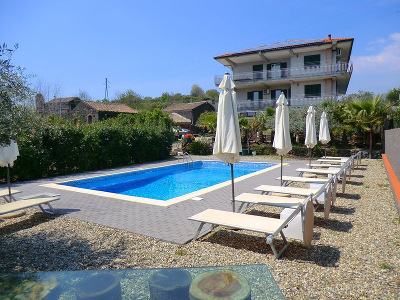 Comfortable Holiday Home with Private Pool in Sicily, holiday rental in Pennisi