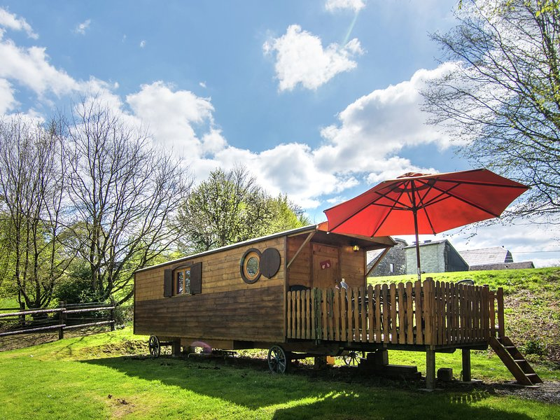 Nice trailer very close to Bouillon!, vacation rental in Sedan