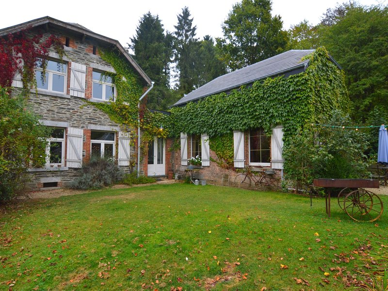 Quaint Holiday Home in Bièvre with Terrace, vacation rental in Chairiere