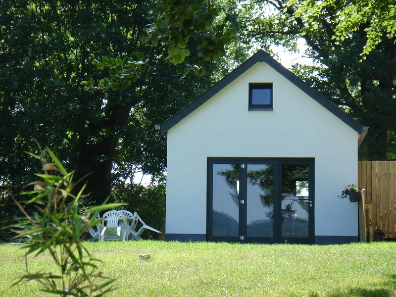 Between the Ardennes, the Hautes Fagnes plateau and the Eifel. For couples., location de vacances à Ambleve
