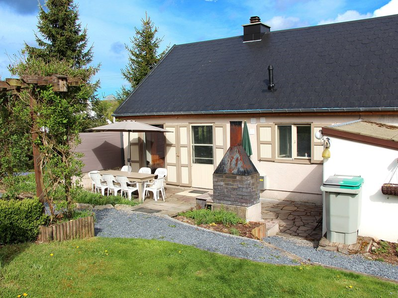 Modern Holiday Home with Private Garden in Tenneville, location de vacances à Lavacherie