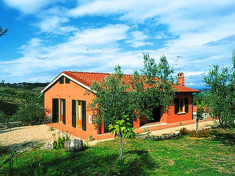 Semi-detached house in traditional agriturismo with clear view of the Chianti, holiday rental in San Pancrazio