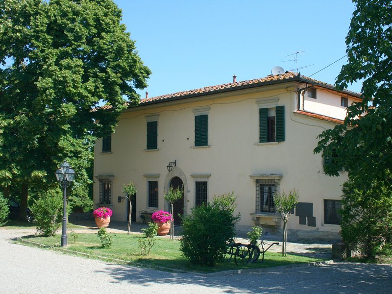 Charming Villa in Vicchio Tuscany with tennis court, holiday rental in Vicchio