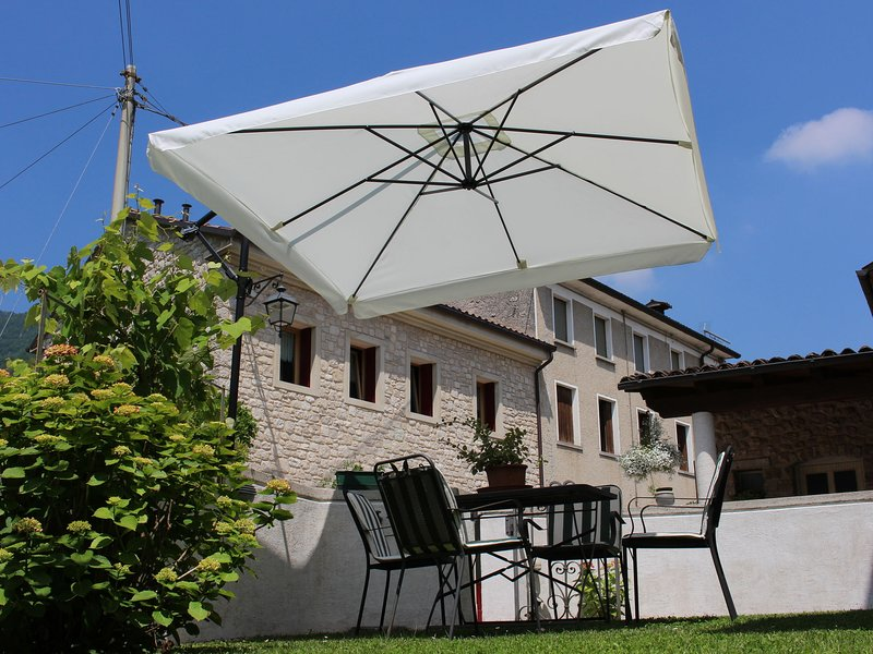 Lovely Apartment in Miane by the Lake, alquiler vacacional en Cison Di Valmarino