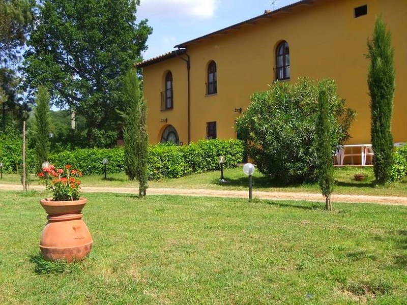 Nice apartment in the area of Vinci, vacation rental in Mezzana