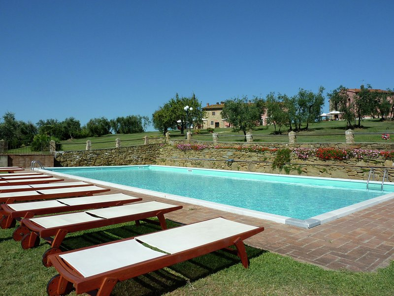 Cozy Holiday Home in Capraia e Limite with Swimming Pool, holiday rental in Capraia e Limite