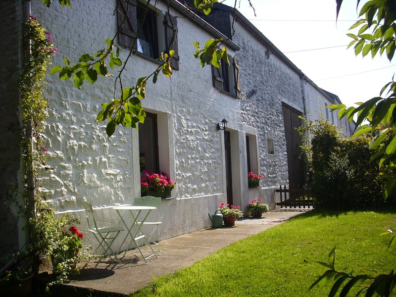 Cottage ideal for family holiday / friends calm in the midst of nature, location de vacances à Aubenton