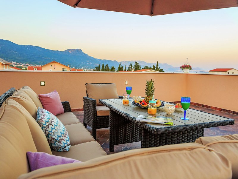 Modern Villa in Kaštel Novi with Swimming Pool, holiday rental in Rudine