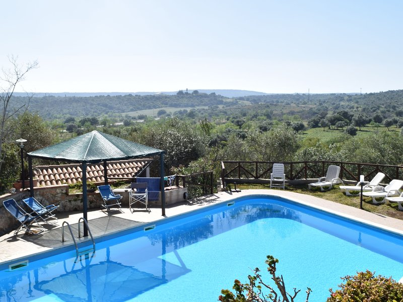 House with panoramic terrace, few km from the sea and from the city of Syracuse, vacation rental in Cassibile