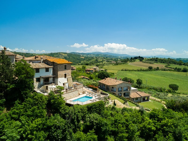 Luxury Mansion in Umbria with a Pool, Ferienwohnung in Piedicolle