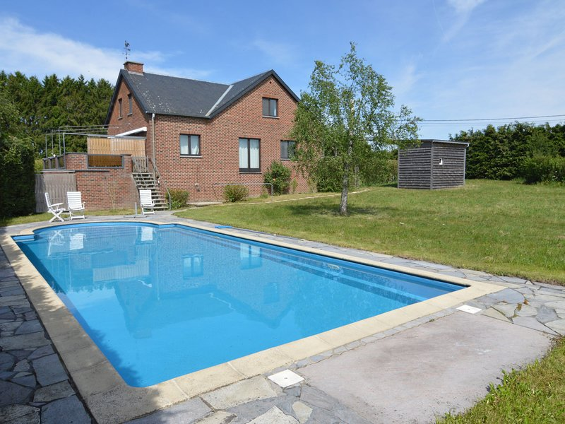 A little paradise for lovers of peacewith swimming pool, sauna and whirl pool., vacation rental in Vireux-Wallerand