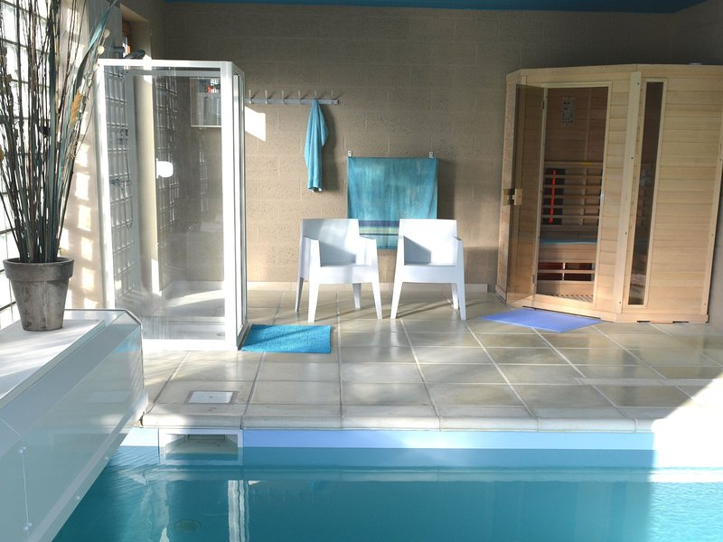 Spacious Villa with Swimming Pool in Gesves, location de vacances à Hamois