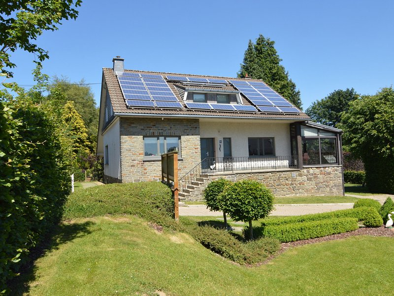 Luxurious Holiday Home with Sauna near Lake in Bütgenbach, holiday rental in Wirtzfeld