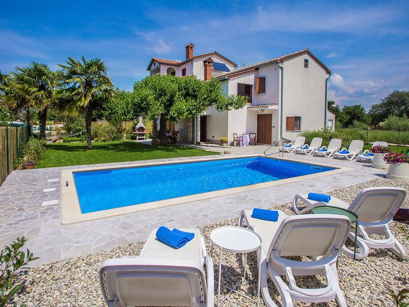 Beautiful decorated villa for 8 persons with private pool in a quiet location, holiday rental in Vosteni