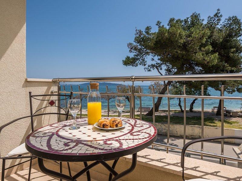 Stunning Seaside Apartment in Kaštel Štafilic, vacation rental in Kastel Stafilic