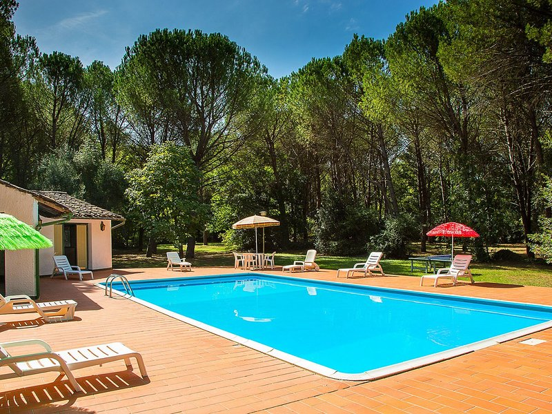 Gorgeous Holiday Home in Montecatini Val di Cecina with Pool, location de vacances à Querceto