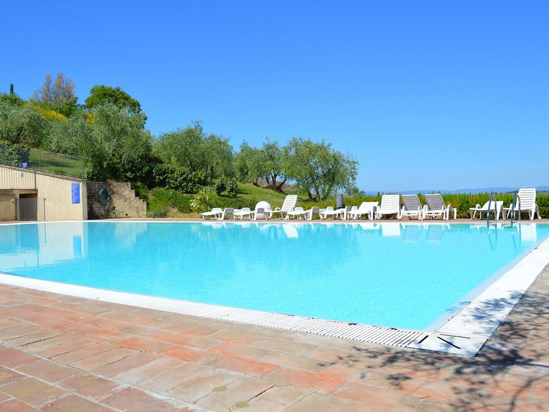 Apartment with 2 pools in the village of Asciano, in the hills of Siena, vacation rental in Chiusure