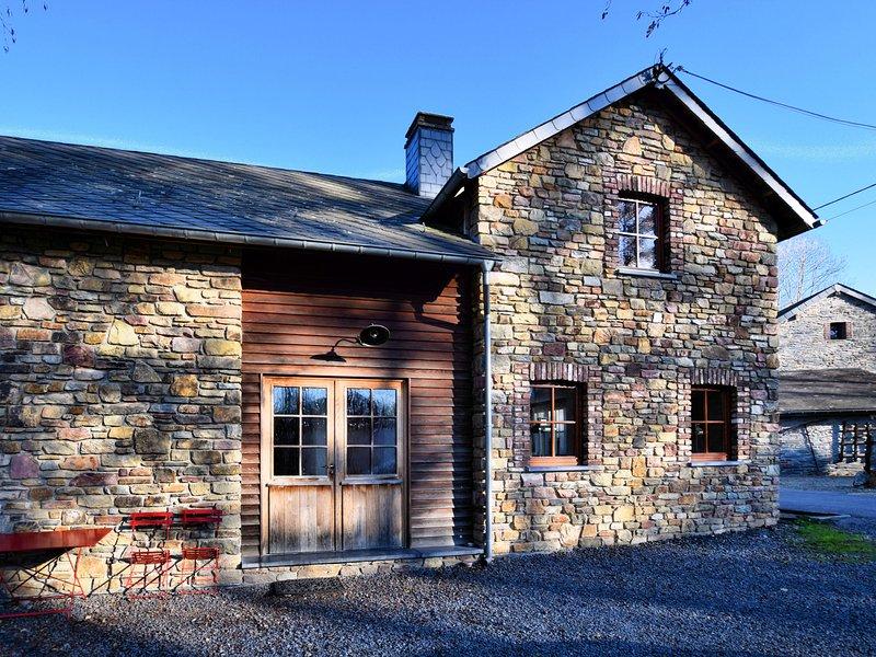 Cozy house in a quiet village, also as the big house BE-6698-15, location de vacances à Vielsalm