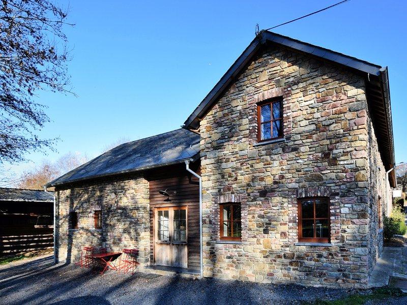Cosy double house in a quiet village, with Wifi, location de vacances à Vielsalm
