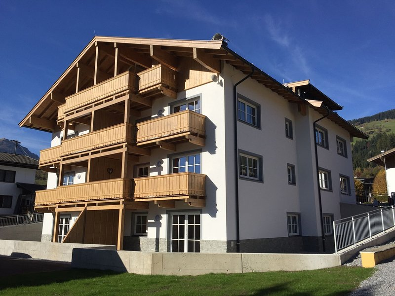 Spacious Apartment in Brixen near Ski Area, alquiler vacacional en Brixen im Thale
