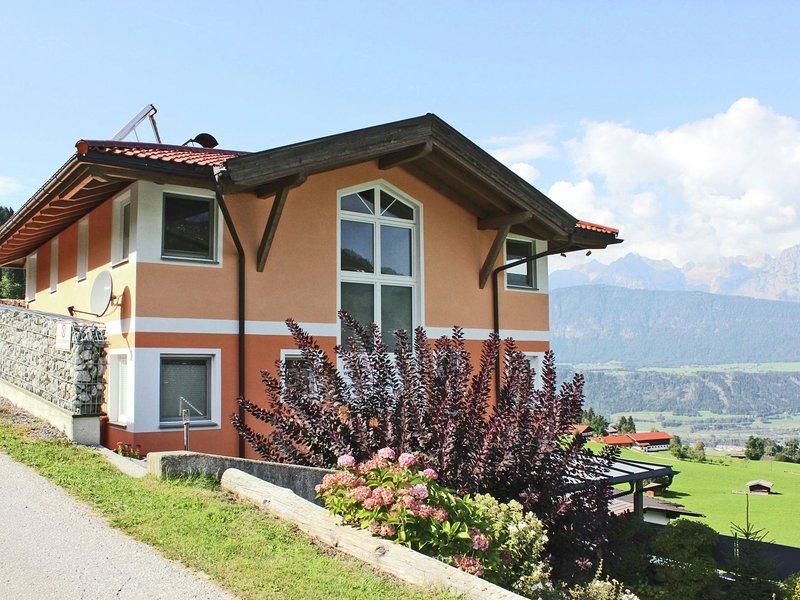 Alluring Apartment in Kolsassberg Austria with Private Garden, holiday rental in Kolsassberg