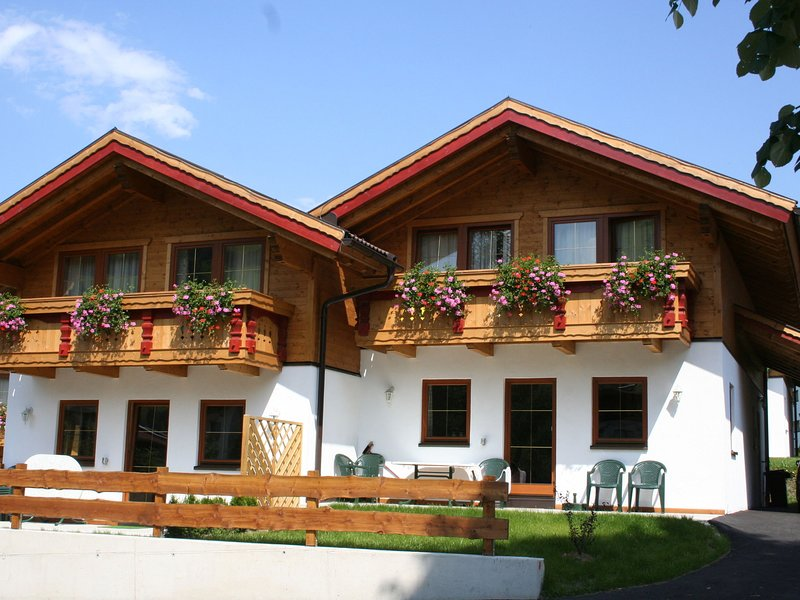 Beautiful detached deluxe near Tirol with terrace, location de vacances à Worgl