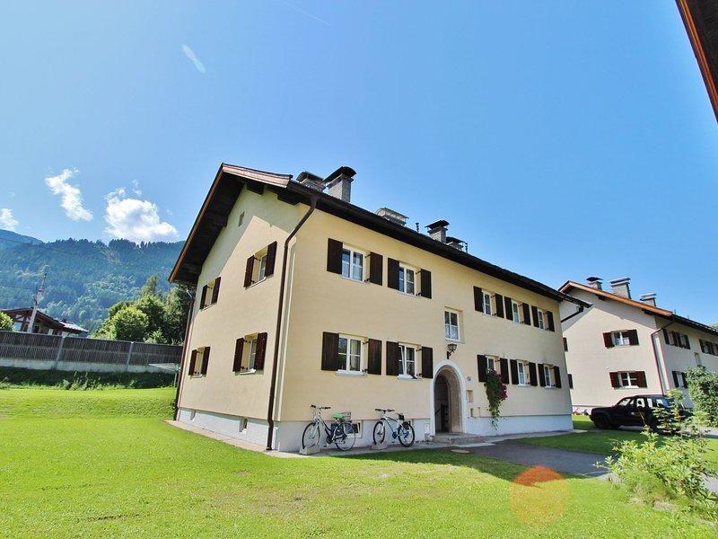 Charming Apartment in Kitzbuhel with Balcony, vacation rental in Kitzbuhel
