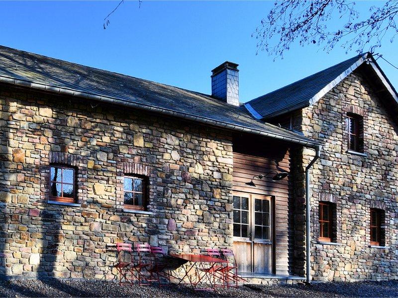 Cozy, authentic house in a quiet village, also as the big house BE-6698-15, location de vacances à Vielsalm