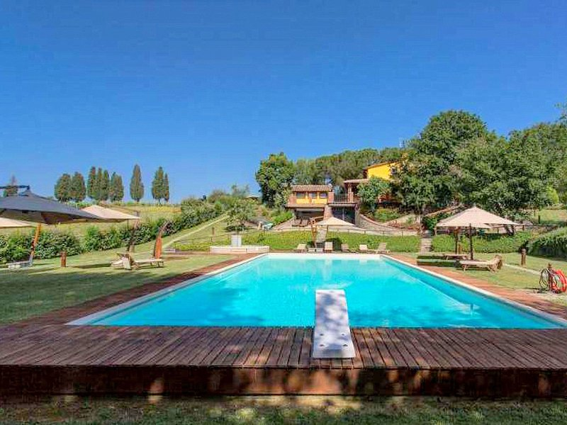 Sunny Tuscan Cottage on Pratomagno Mountain with orchards, holiday rental in Cicogna