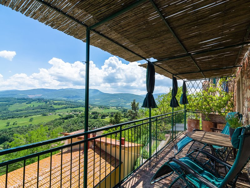 Apartment in the center of the medieval village of Monte Castelli-Pisano, vacation rental in Castelnuovo di Val di Cecina
