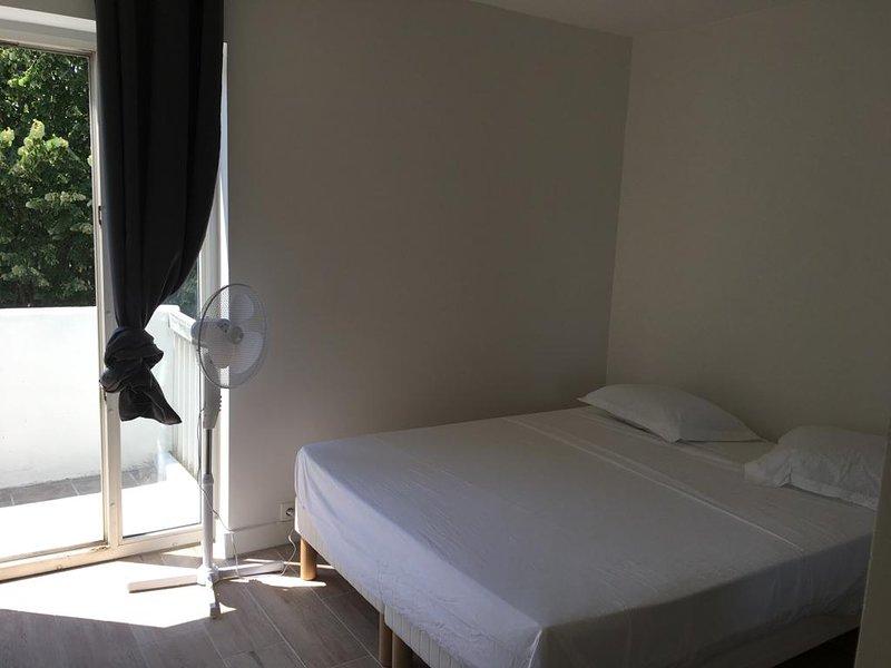 Appartement entier avec parking sécurisé, aluguéis de temporada em Bourg-la-Reine