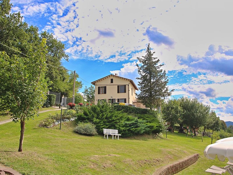 Holiday home in Piticchio surrounded by a magnificent landscape., holiday rental in Montefortino