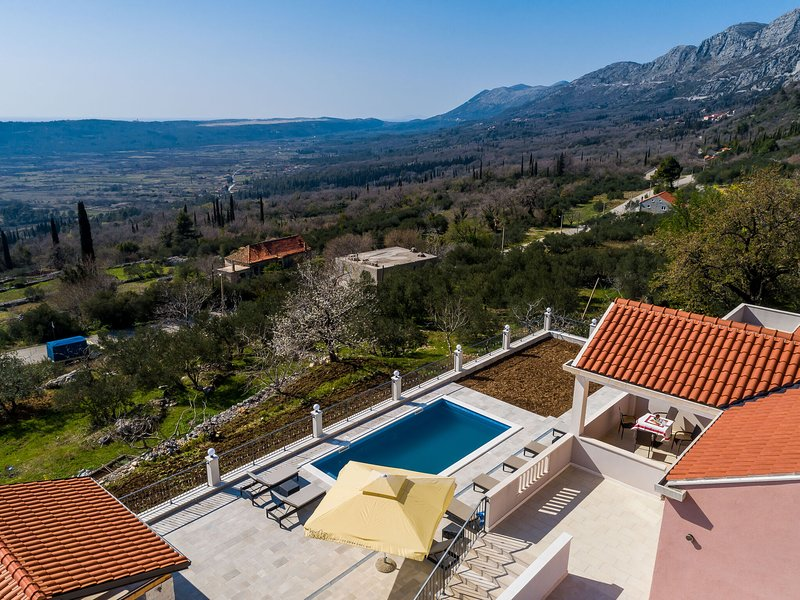 Luxurious Villa in Gruda with Pool, vacation rental in Ljuta