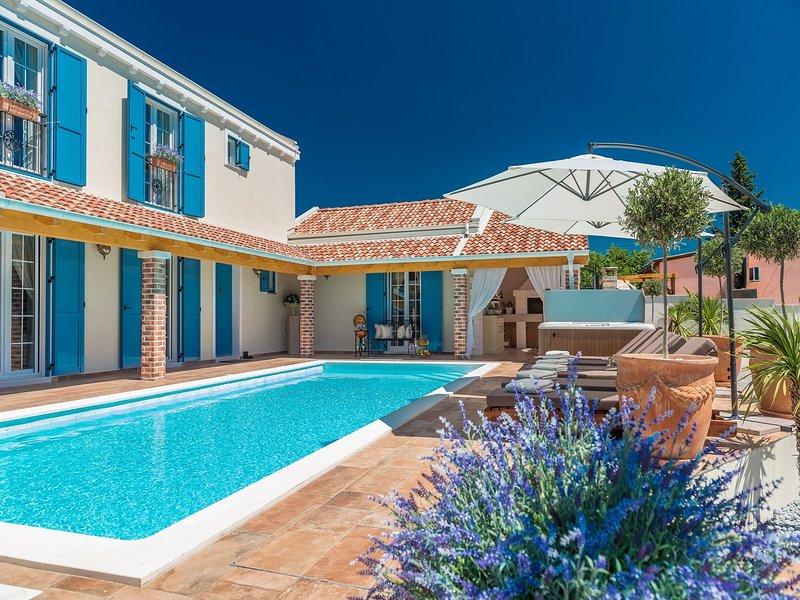 Luxurious Villa in Pridraga with Pool, casa vacanza a Pridraga