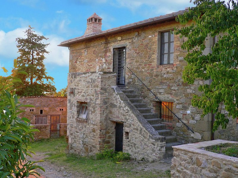 Rustic Cottage in Magione with Garden, vacation rental in Sant'Arcangelo
