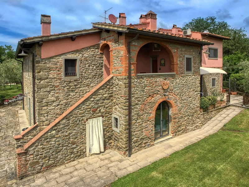 Agri-tourism with all the special charm of rural Tuscan life., holiday rental in Figline Valdarno