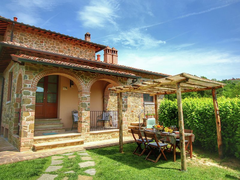 Luxurious Cottage in Lucignano with Pool, holiday rental in Lucignano