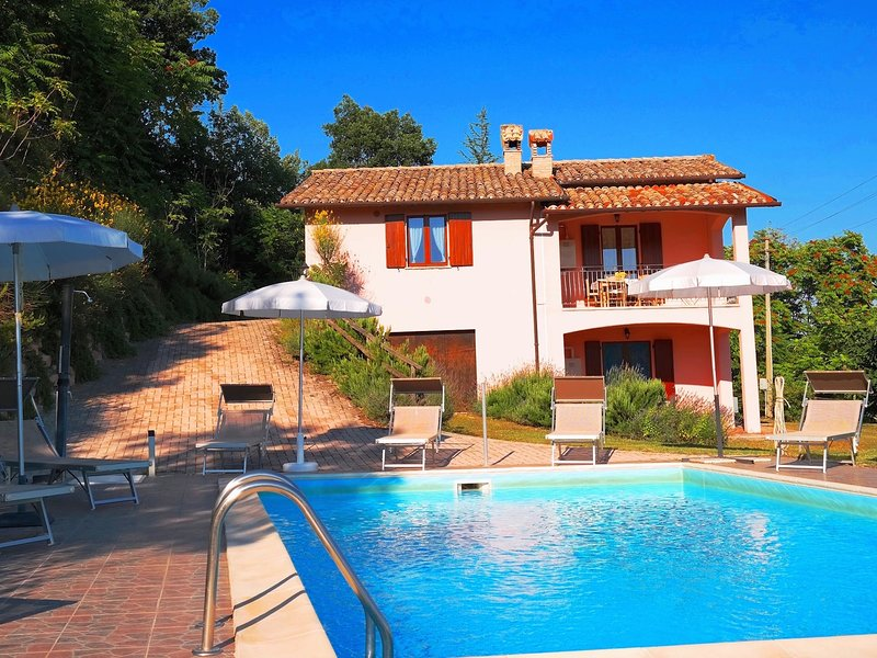 Luxurious Villa in Marche with Swimming Pool, holiday rental in Acqualagna