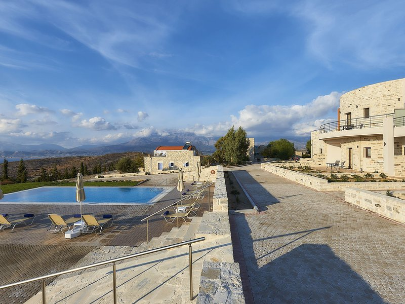 New beautiful complex with villa's and app., big pool, stunning views, SW crete, holiday rental in Kalamaki