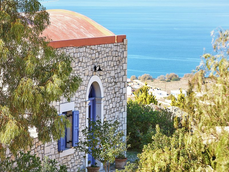 New beautiful complex with villa's and app., big pool, stunning views, SW crete, alquiler vacacional en Kalamaki