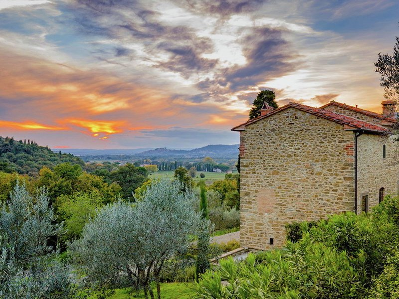 Hillside villa with swimming pool and stunning views in peaceful location, vacation rental in Pieve di Chio