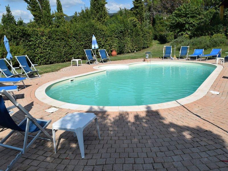 Spacious Farmhouse in Vinci Italy with Pool, location de vacances à Vinci