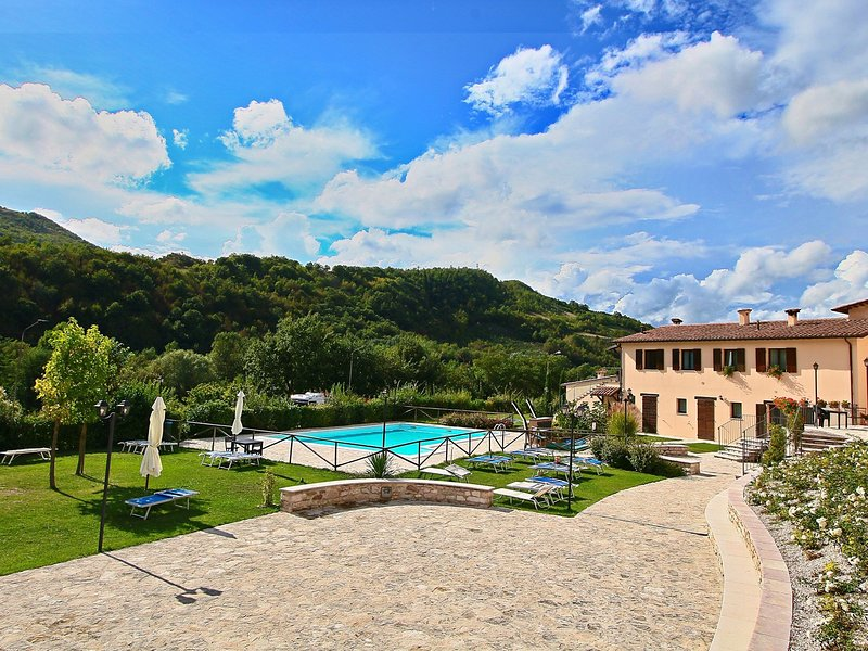 Magnific Holiday Home in Piobbico Marche with Pool, Ferienwohnung in Piobbico