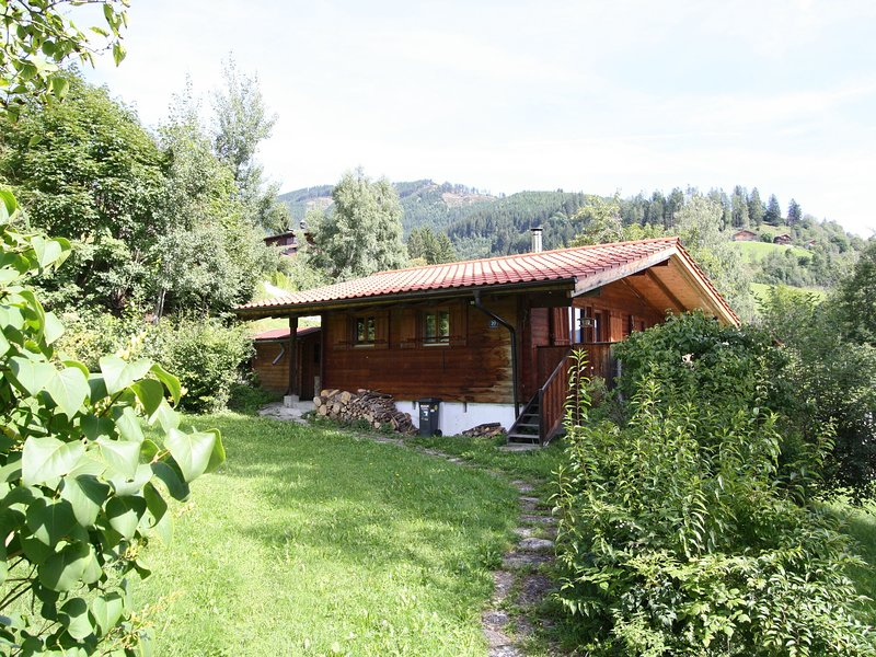 Detached wooden chalet with lots of privacy and beautiful views, holiday rental in Kohlbichl