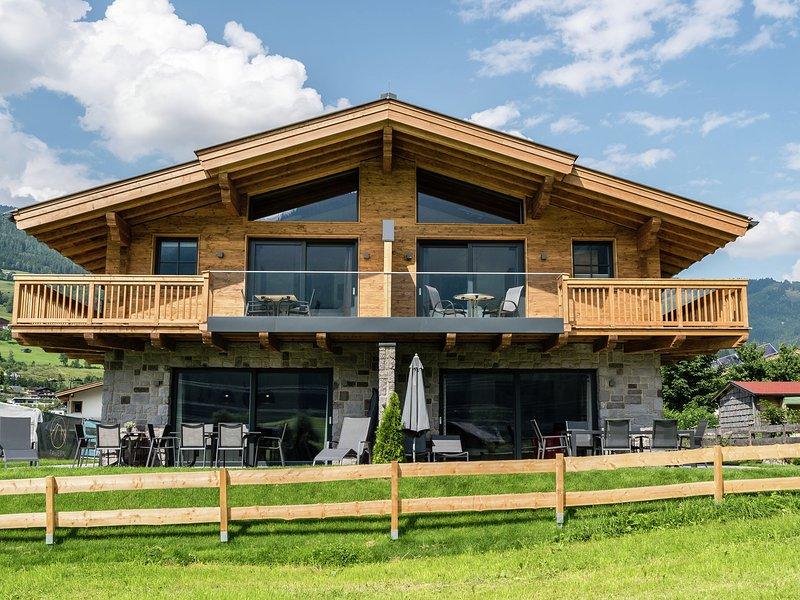 Spacious Holiday Home in Krimml Salzburg amidst Mountains, location de vacances à Krimml