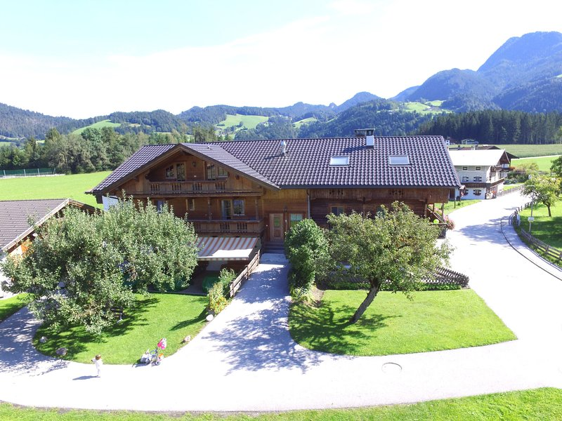 Fantastic apartment in a quiet location near the ski lift, location de vacances à Strass im Zillertal