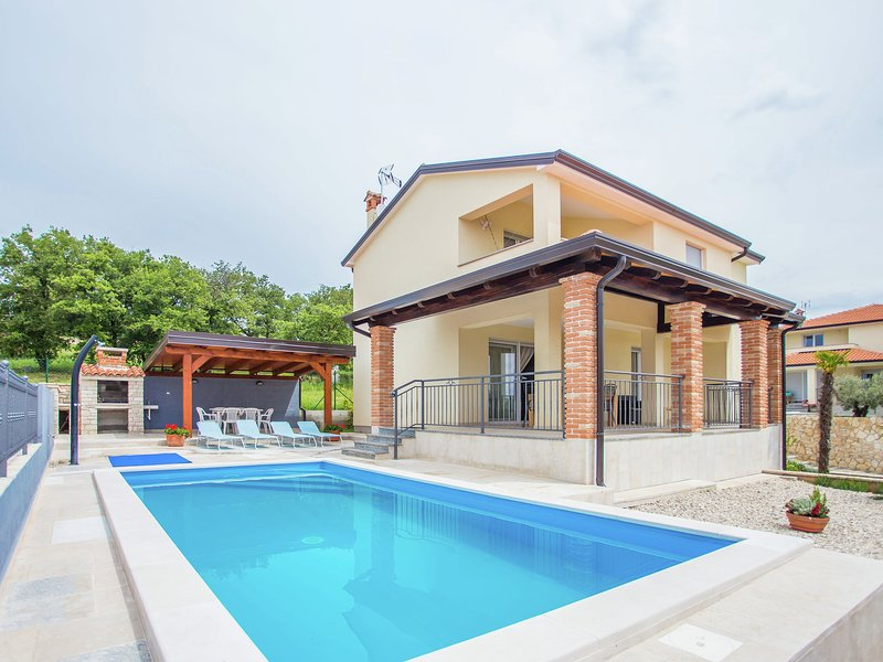 Modern Villa in Rojci with Swimming Pool, holiday rental in Roskici