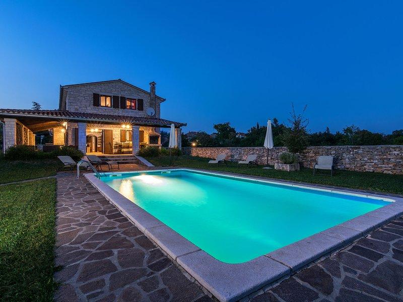 Spacious Villa in Tinjan with Pool, holiday rental in Kringa