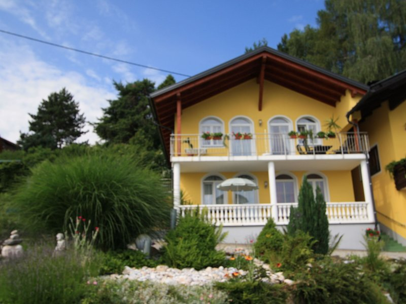 Cosy Apartment in Velden am Wörther See with garden, holiday rental in Lind ob Velden